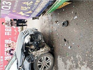 爆料:一辆黑色哈弗与一辆古宋开往太平的公交车发生碰撞