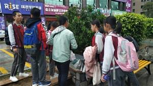 香洲区实验学校门口垃圾食品害学生