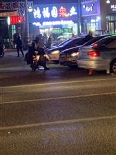 6188彩票app铁东正源超市对面繁荣小区门口发生交通事故