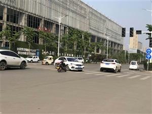 同城爆料:4月23日下午汝州市向阳路发生一起交通事故
