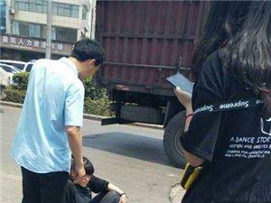 同城爆料:汝州西站一个小姑娘被大车轧断脚!