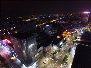 夜晚高空镜头下的商业街