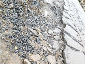 仙女湖镇竹子社区打铁铅至野桃坝村主干道路严重受损?