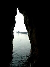 石钟山下洞穴一探