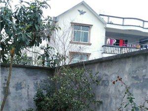 低价出售带前后院精装修天地房