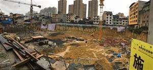 榕江有个巨坑,可以装下整个足球场!