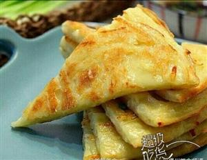 """超级吃货""""香煎土豆丝饼""""表面金黄酥脆,内里软嫩适口,再夹杂着土豆丝的清香,真真特别美味!"""
