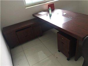 老板桌、椅出售,可看货议价