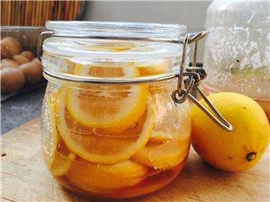 夏天真的来了!那就教你做柠檬蜂蜜水吧!