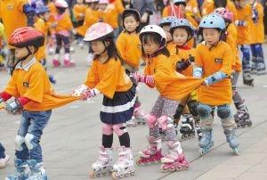 学习轮滑对孩子的好处