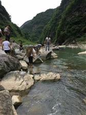 旺苍一群人在大两河用电烧鱼从事违法犯罪活动,