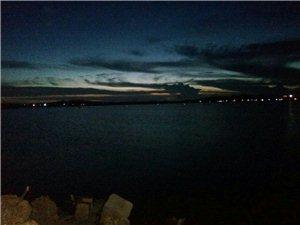 海边的夜景,去汕头的时候随手拍的