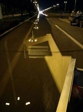 金乡体育馆东段路面严重积水4车道只有一个