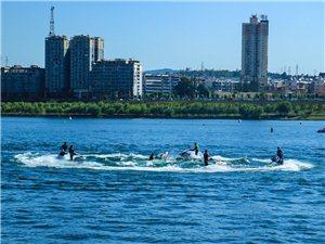 摩托艇大赛,花样表演――水上蛟龙