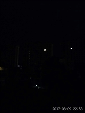 小编大半夜跑楼顶抽烟,发现这样的一幕……