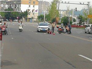 江南半岛发生车祸