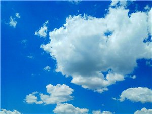 蔚蓝色的天空