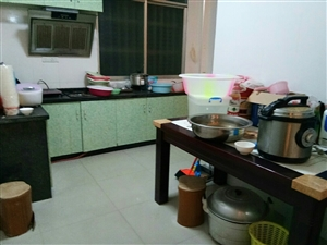 五中小区四室一二厅一厨一卫,加个大烤火间