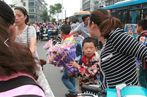 教师节给老师送花,到底应该不应该?