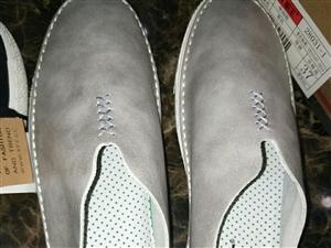 今天买了双新鞋,因为我要……