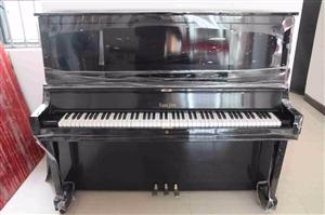 本人有两台二手钢琴出售,9成新,价格美丽,可试琴