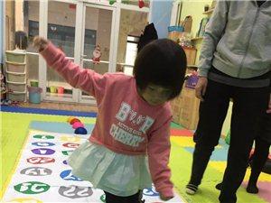 彩虹花童书馆的小朋友正在做游戏!