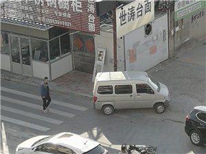 黄河三路一电动车磕到了