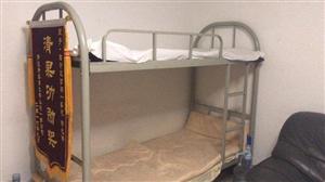 闲置的双层床 非常新 几乎没用过 价格可...