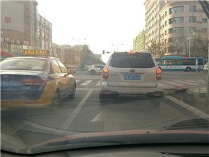 等红灯该不该占用应急车道