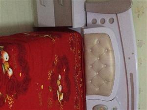 出售二手床,一米八宽,带床垫,带两个床头...