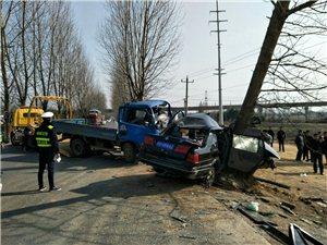 桐枞路高铁附近两车相撞,现场惨烈!且行且