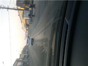 南京路这样的人真坏,路面上洒了这么多的水