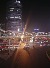 深秋�r�的都市夜色一景