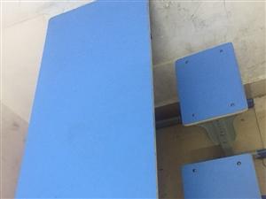 八层新学生补习桌椅、面板,价格面议!