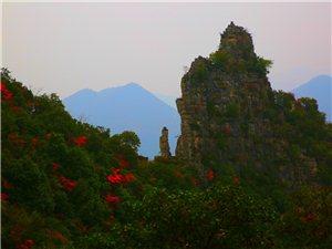 走近巫山神女峰。