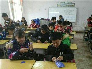阳新龙港镇马岭小学五年级师生丰富多彩的课