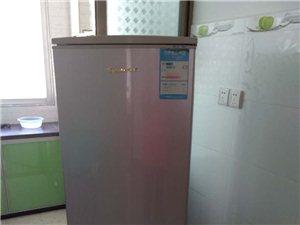 因本人换了个新冰箱,现把家里的老冰箱转让。冰箱转让价500元,制冷效果很好,需要的朋友联系我,电话1...