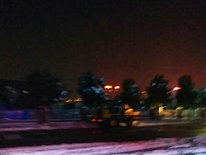 昨晚六时许美高梅注册小学大门口铲雪车依然在铲雪