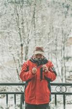 山房雪渐浓,红衣配雪景,山阳摄影界大咖的