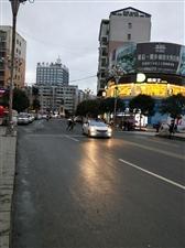 寒风中的东门桥和世昌广场,冷的一抖一抖的