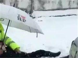安徽交警朱华峰巡逻时发现一名女子遭遇车祸