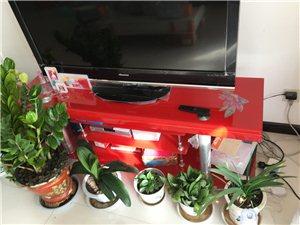 家中小孩学走路,低价处理全新玻璃电视柜,8成新茶几,一个100元,需要的搬走!