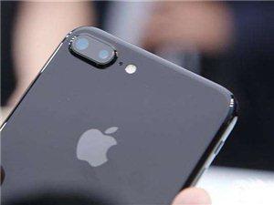 苹果 7 plus 磨砂黑 128G 几乎全新 。准备换 X