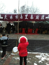 今天,下午,麦牛村举办一次秦腔演唱会,希