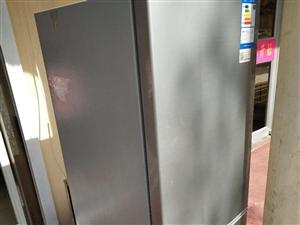 九点九成新海尔立式冰箱一台!要出售!500元―600元??????????????????地址:夏庄...