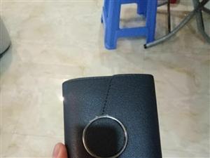 有谁在富临国际边捡到一个灰色钱包吗