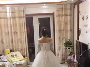 婚纱年前结婚买的,只穿过早婚礼一点时间,和酒店婚礼半个小时,敬酒服也是穿了一次,现没地方放,低价出售...