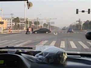 刚刚,荆南大道与207国道路口发生惊心一