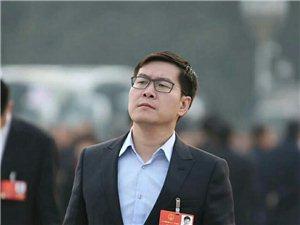 被抓拍仰望星空,思索中国的未来,世界该往