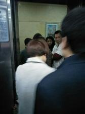 中宏大厦电梯检修请注意安全